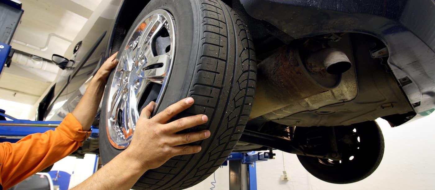 Auto Mechanic Rotating Car Tires