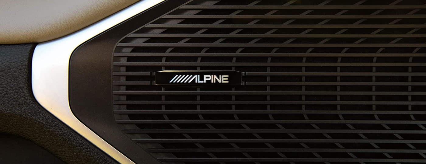 2022 Jeep Wagoneer 506-watt alpine audio system
