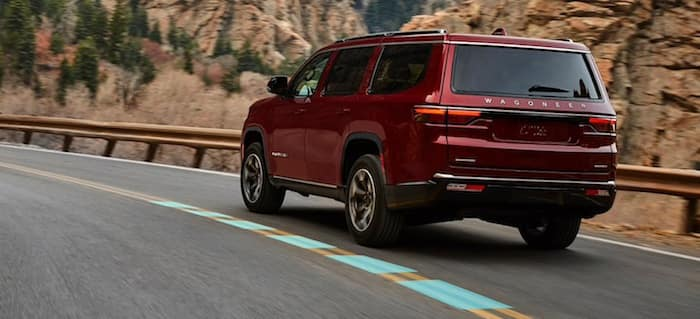 2022 Jeep Wagoneeractive lane management system