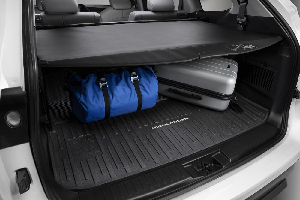 2020 Toyota Highlander Cargo with Cover