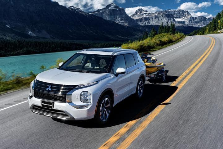 SUV W/Mountains