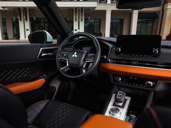 2022 Mitsubishi Outlander Interior and Touchscreen