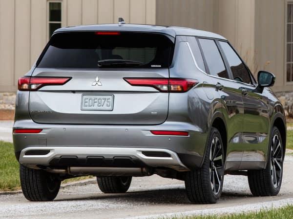 2022 Mitsubishi Outlander Rear Angle & Tailgate