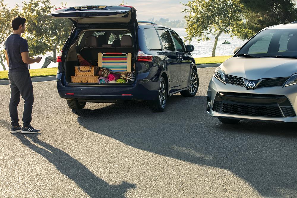 Toyota Sienna Cargo