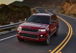 Grand Cherokee L driving on mountain road