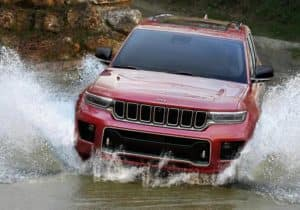 Grand Cherokee L driving through water