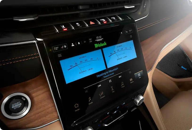 Grand Cherokee L uConnect dashboard
