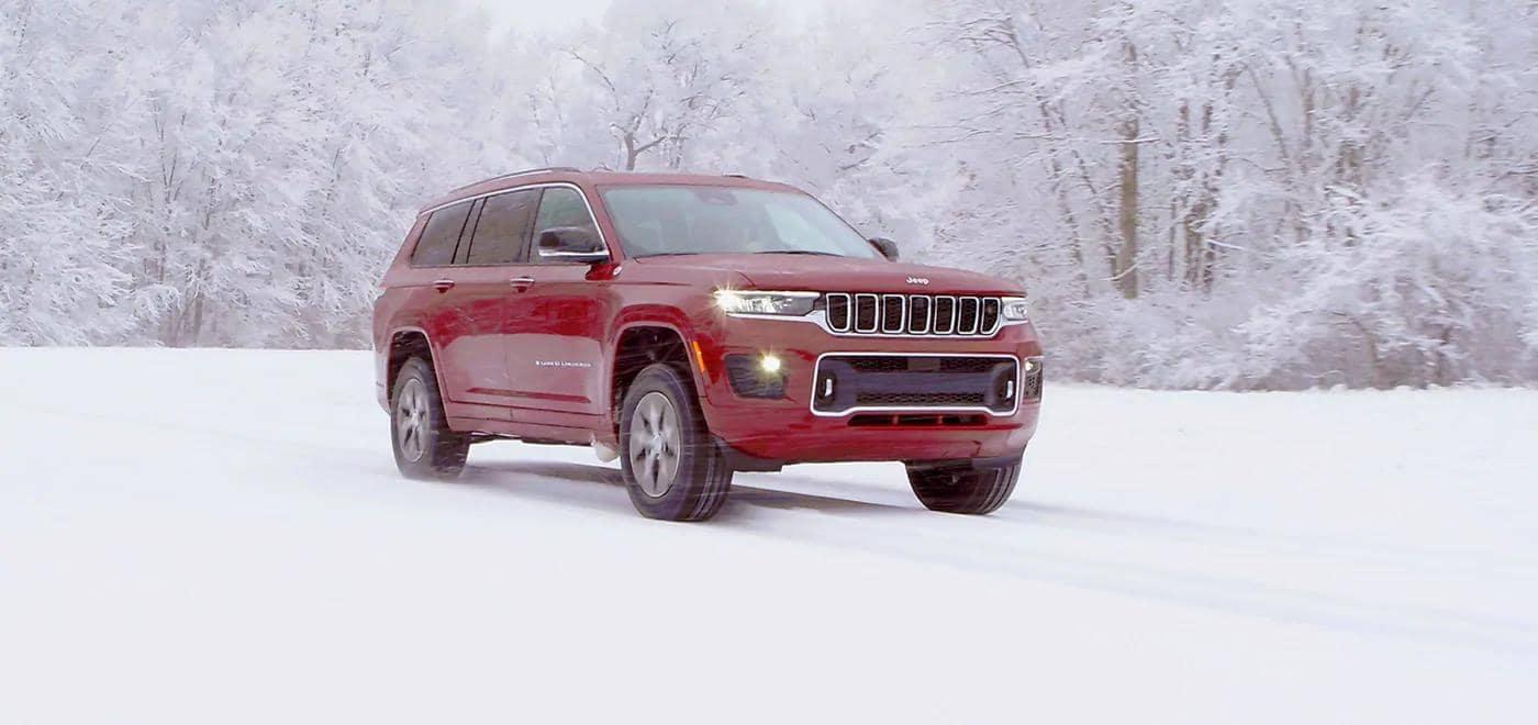 Grand Cherokee L driving through snow