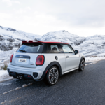 MINI Driving in Snow